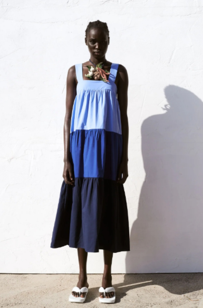 φόρεμα από ποπλίνα και φαρδιές τιράντες με λάστιχο στο πίσω μέρος