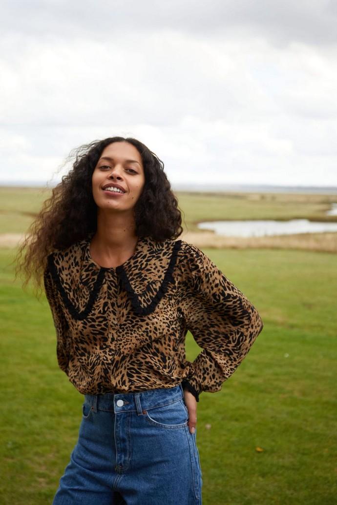 μπλούζα με leopard print και γιακά