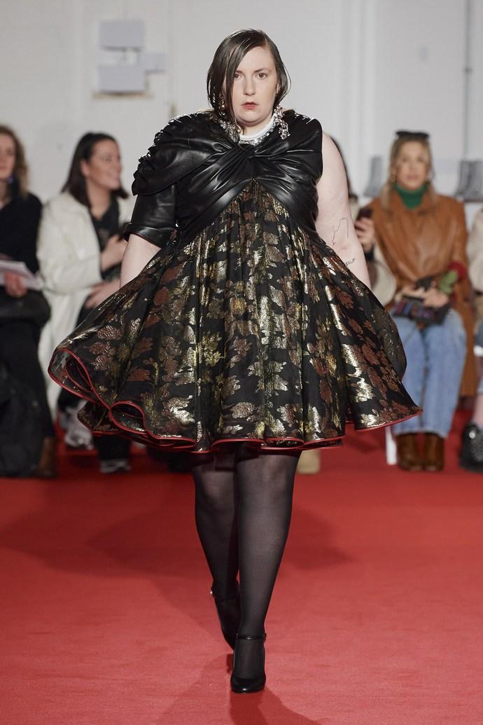 Η Lena Dunham στο πρώτο της catwalk