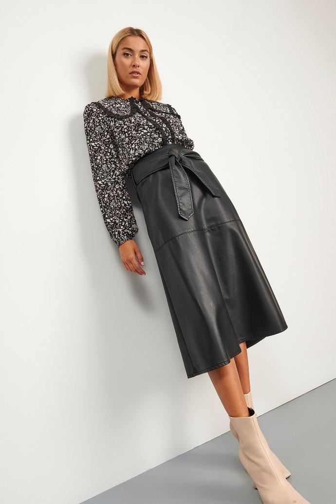 δερμάτινη φούστα σε άλφα γραμμή