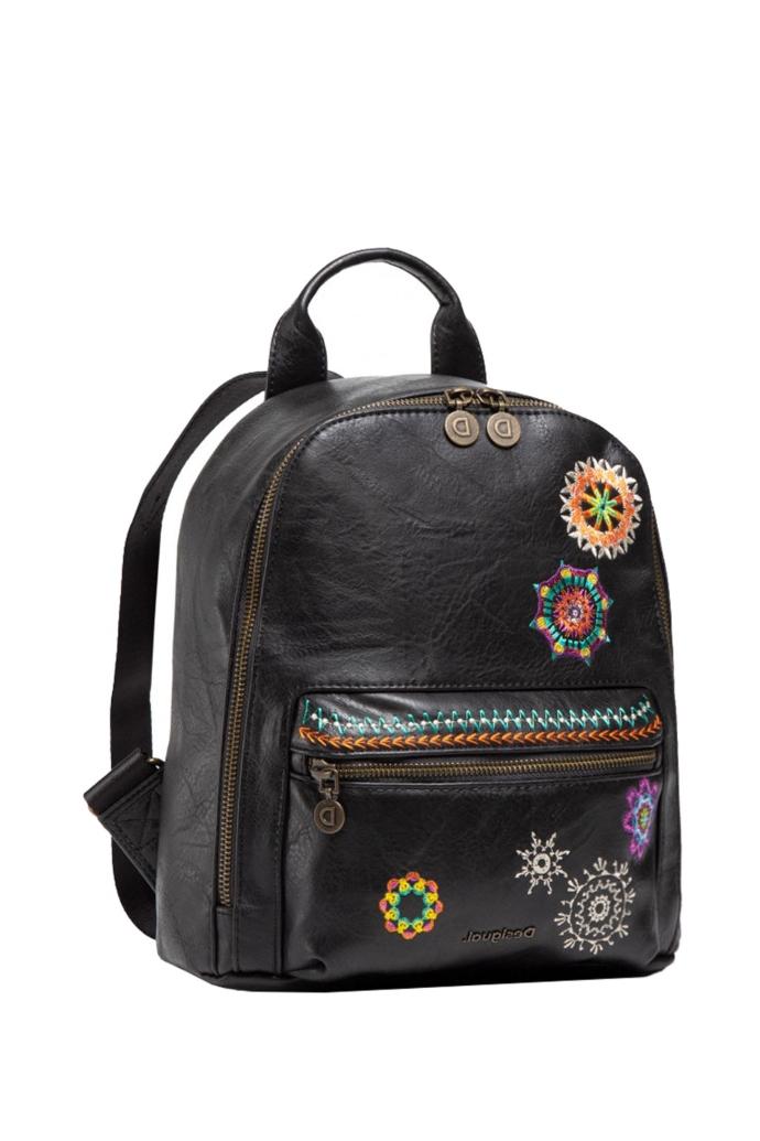 Τσάντα backpack από συνθετικό δέρμα με mandala κέντημα.