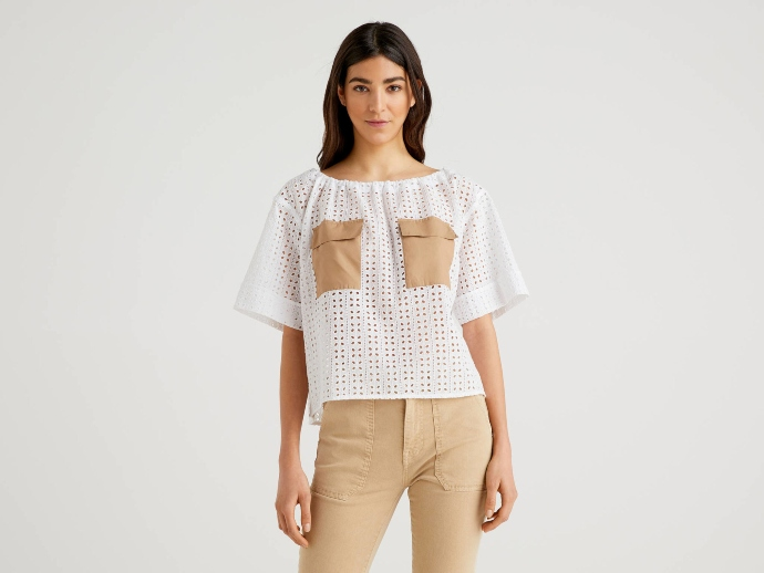 Μπλούζα τρυπητή με τσέπες