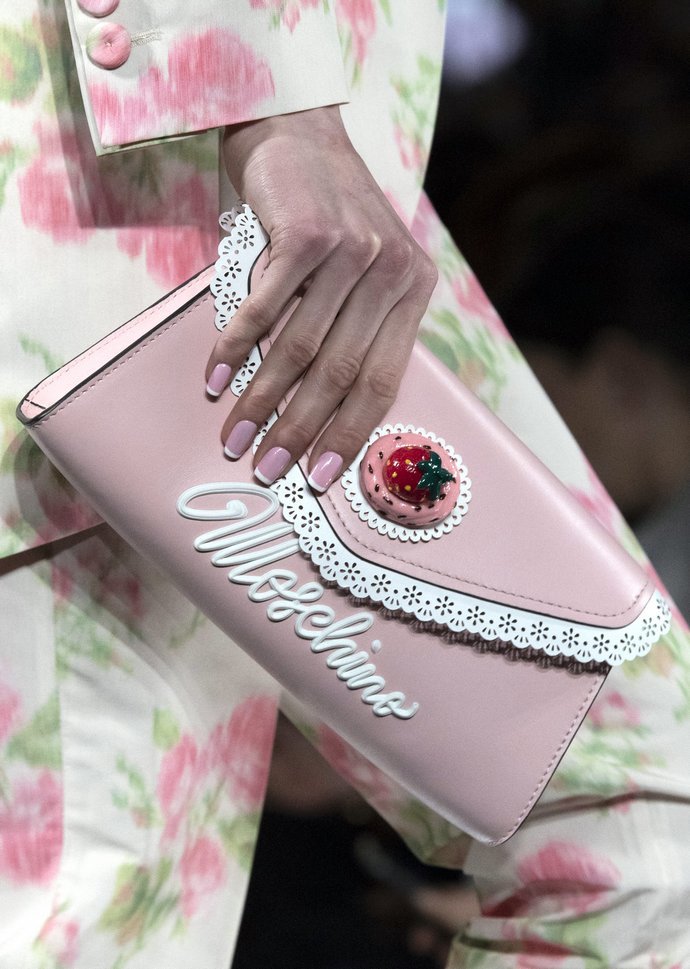 ροζ γαλλικό μανικιούρ