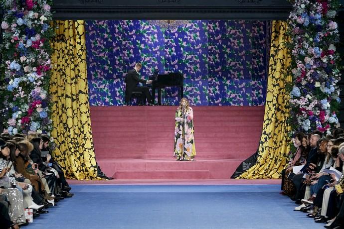 Μόδα και ομορφιά σε υπερθετικό βαθμό στο show του Richard Quinn