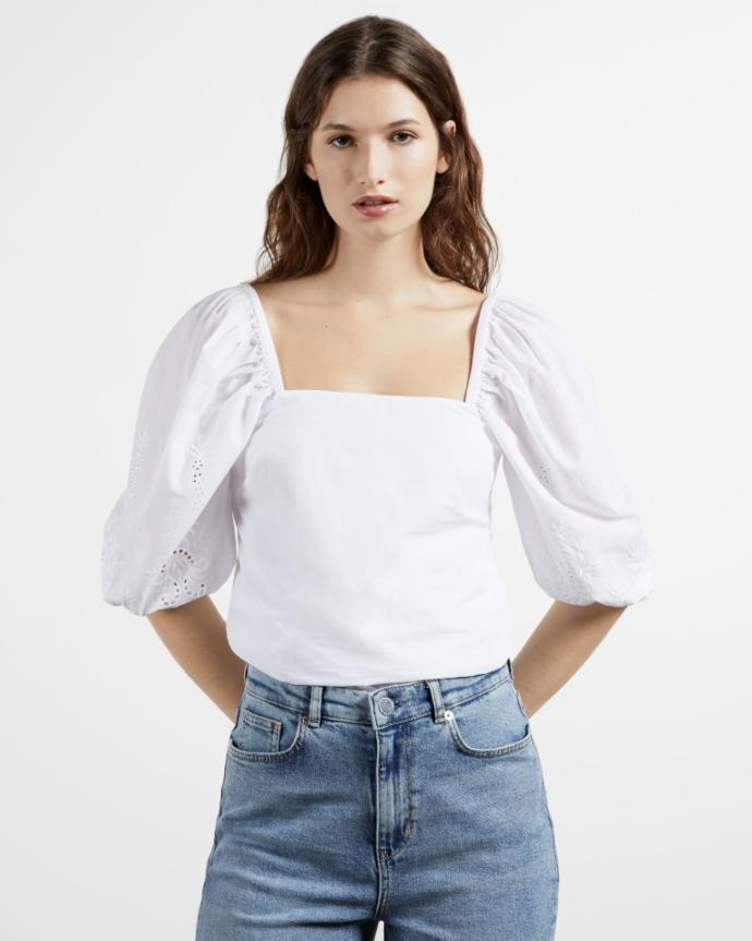 μπλούζα με τετράγωνο neckline και embroiderie λεπτομέρειες