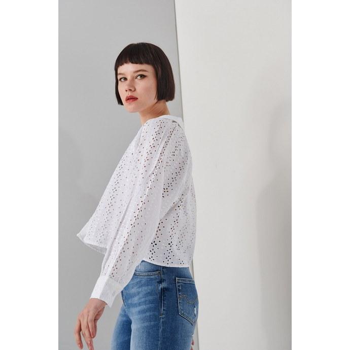Ελένη Μενεγάκη: το λευκό πουκάμισο για να αντιγράψεις το look της