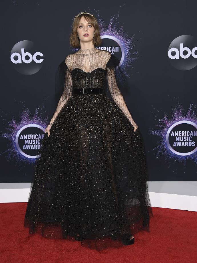 H Maya Hawke στα American Music Awards 2019