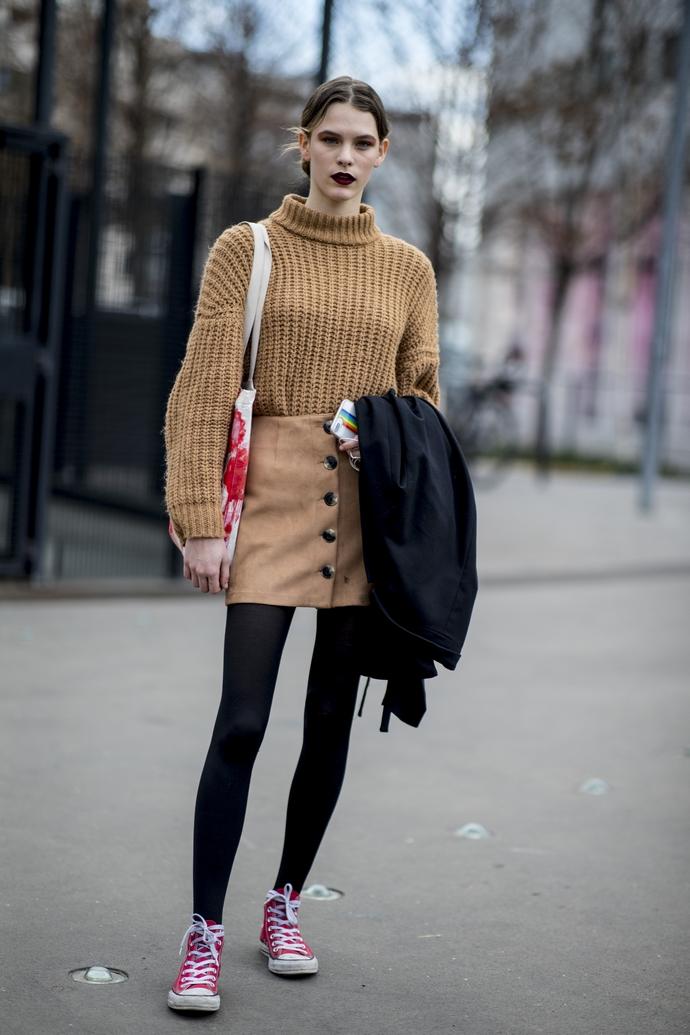 πλεκτό πουλόβερ και φούστα