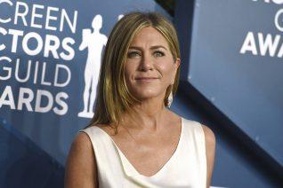 Το κόλπο της Jennifer Aniston για να μην τσαλακώνονται τα ρούχα της πριν το κόκκινο χαλί