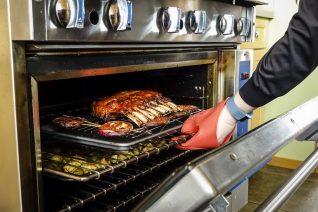 Αρνί ή κατσίκι στον φούρνο: Τα μυστικά του σωστού ψησίματος