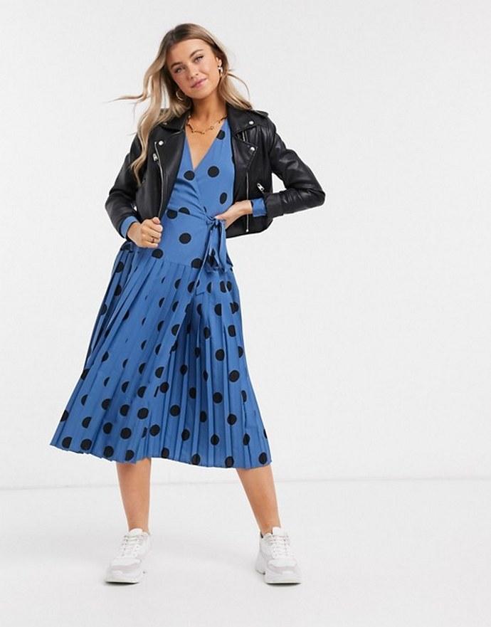Φόρεμα κρουαζέ πουά με πλισέ φούστα