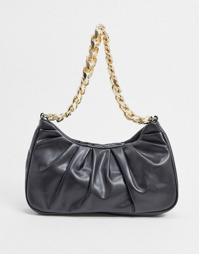 Τσάντα ώμου μαύρη με chunky χρυσή αλυσίδα