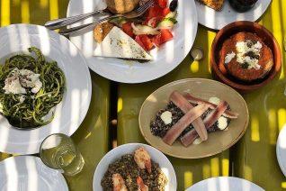 Οι 20 ταβέρνες στα νησιά για να φας καλά αυτό το καλοκαίρι και κάθε καλοκαίρι