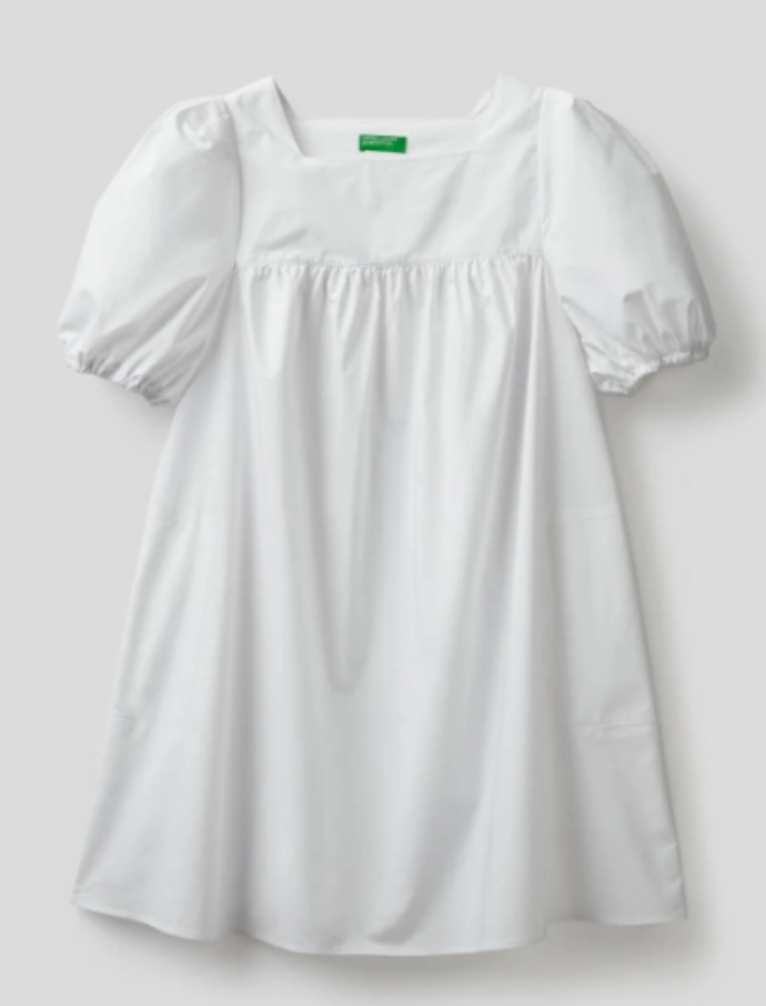 λευκό φόρεμα με φουσκωτά μανίκια