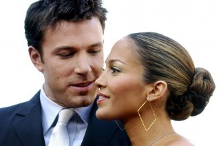 Jennifer Lopez - Ben Affleck: Το πρώτο καυτό φιλί τους on camera επιβεβαιώνει πανηγυρικά την επανασύνδεση των Bennifer