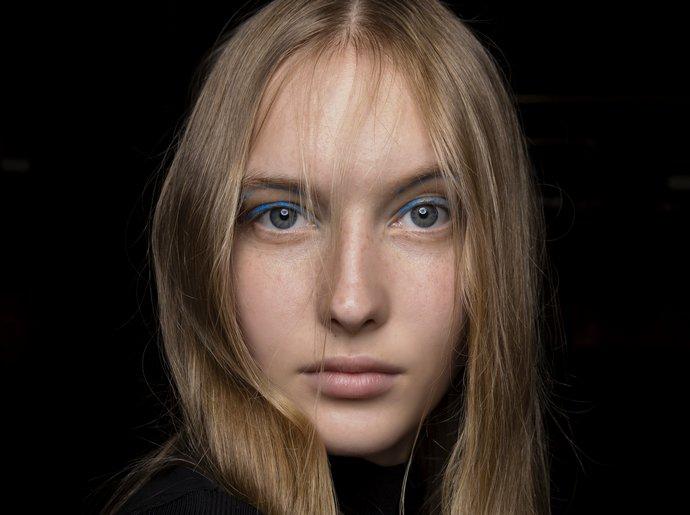 μπλε eyeliner