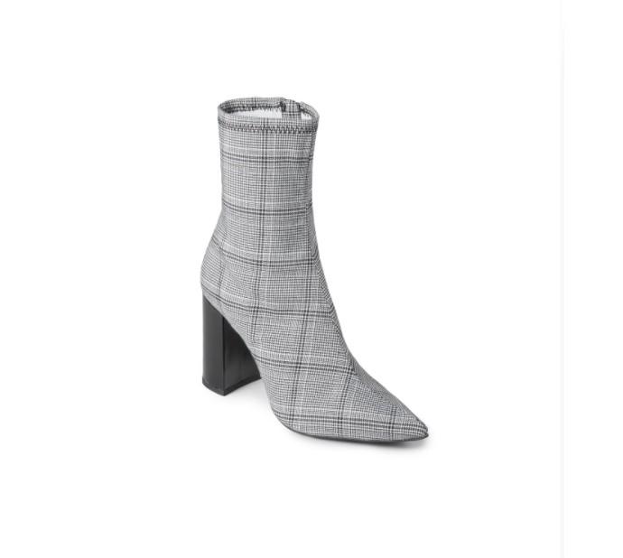 Sock boots σε καρό μοτίβο