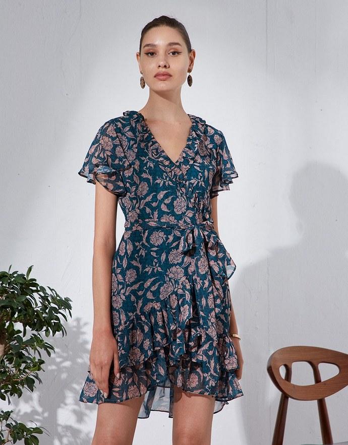 Κρουαζέ φλοράλ φόρεμα με βολάν και κοντό μανίκι