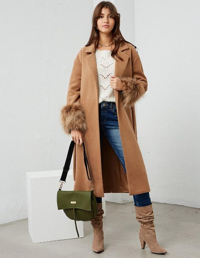 Παλτό με ζώνη και αποσπώμενη γούνα στα μανίκια
