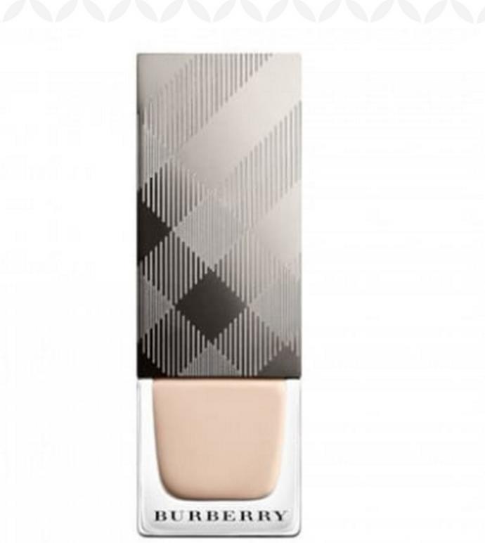 Βερνίκι νυχιών με ειδική φόρμουλα για να αφήνει πλούσιο χρώμα και όψη gel για σταθερό αποτέλεσμα