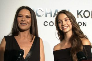 H Catherine Zeta Jones πριν από 28 χρόνια είναι ίδια η κόρη της σήμερα