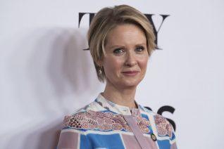 «Να είσαι κυρία»: Το γροθιά στο στομάχι video της Cynthia Nixon