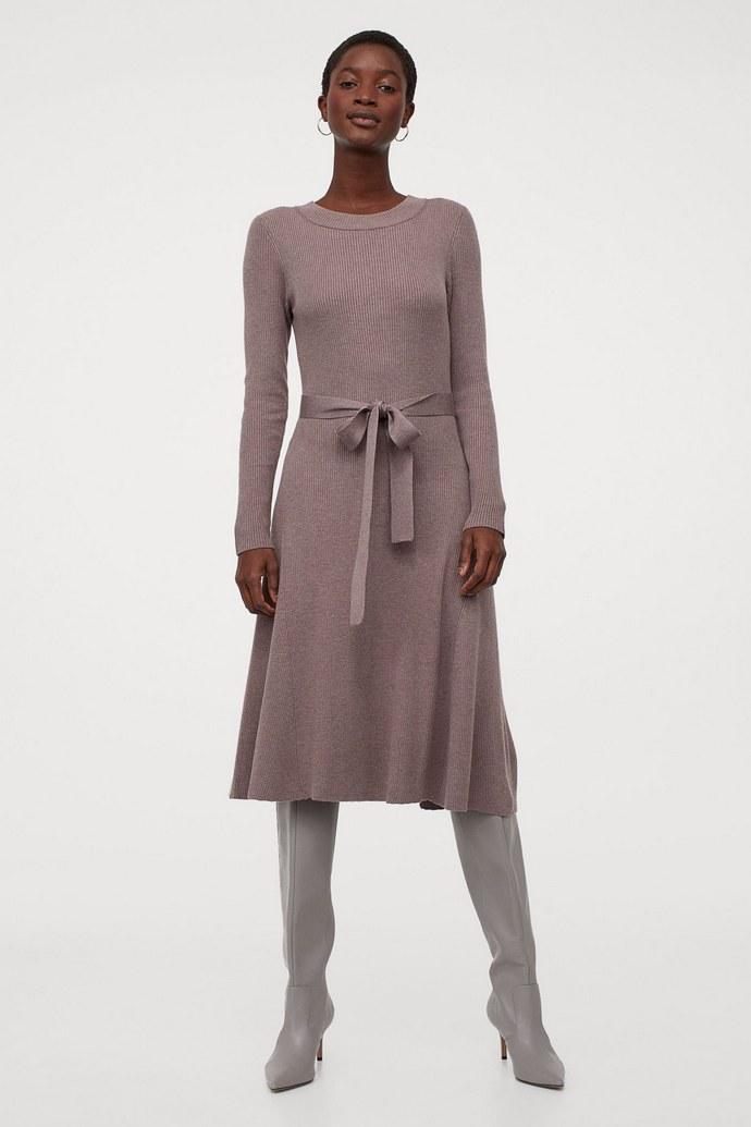 Πλεκτό φόρεμα με ενσωματωμένη ζώνη