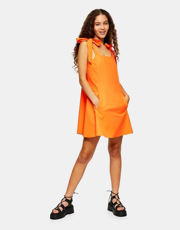Φόρεμα με φιόγκους