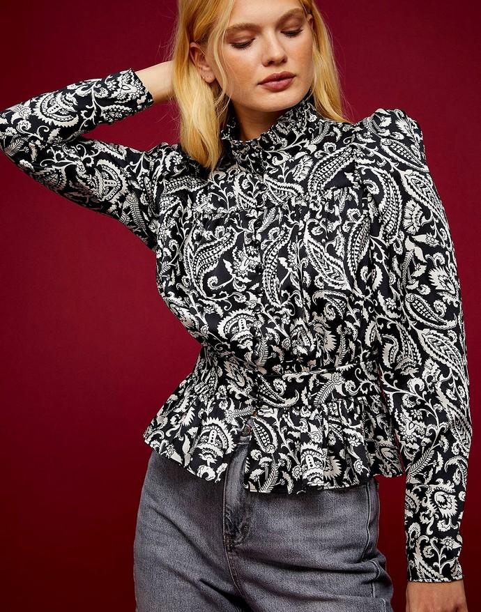 Μπλούζα με paisley print και ψηλό γιακά
