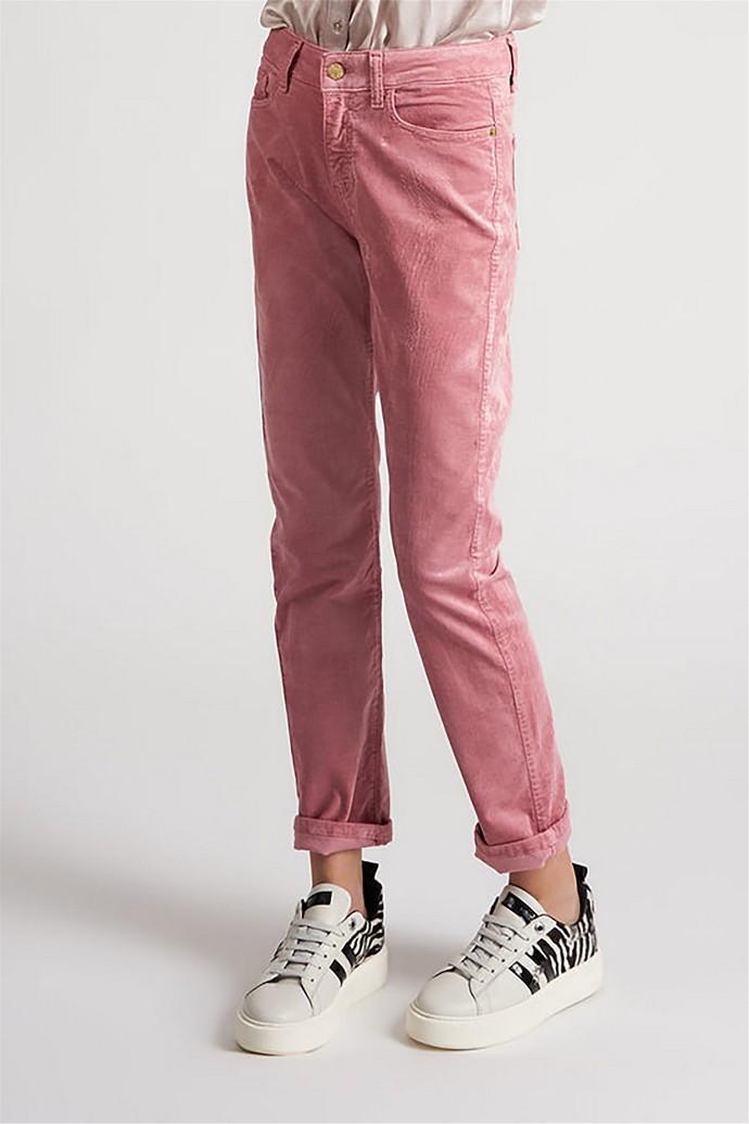 Τζιν παντελόνι σε ίσια γραμμή
