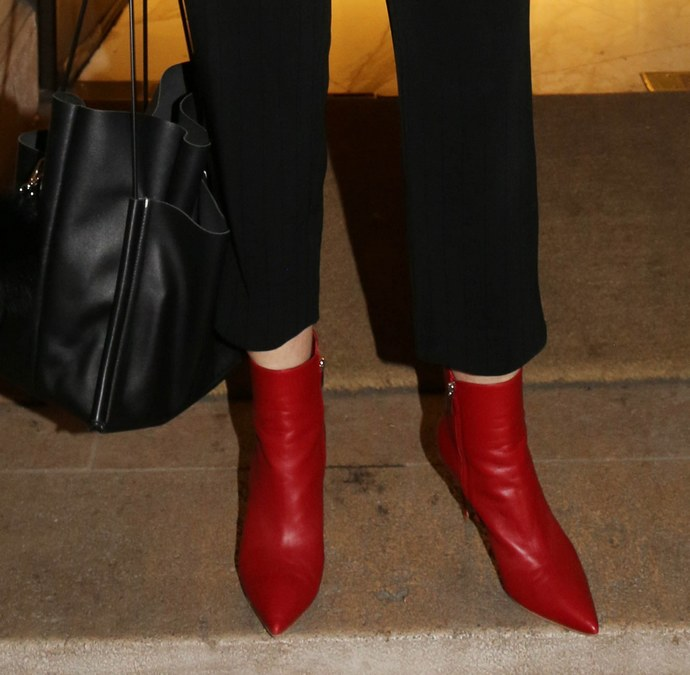 Τα κόκκινα μποτάκια της Έλλης Στάη