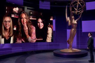 Emmy Awards: Οι νικητές, ο πυροσβεστήρας της Aniston και η τρεμάμενη Zendaya