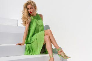 Η Δούκισσα Νομικού πρωταγωνιστεί στη νέα καμπάνια ENVIE Shoes και μας «ταξιδεύει» στο ελληνικό καλοκαίρι