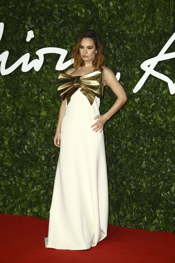 H Lily James στα British Fashion Awards