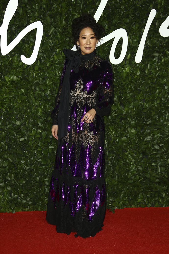 H Sandra Oh στα British Fashion Awards