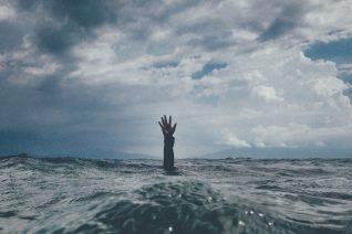 Γυναικοκτονία: Η Δώρα έκανε αυτό που τη συμβουλέψαμε. Αποτύχαμε πλήρως