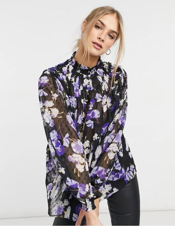 Φλοράλ μπλούζα με ψηλό γιακά