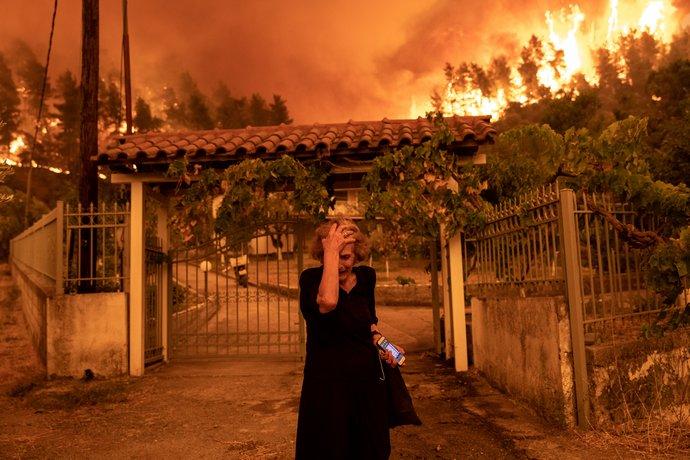 γυναίκα φωτιά Εύβοια