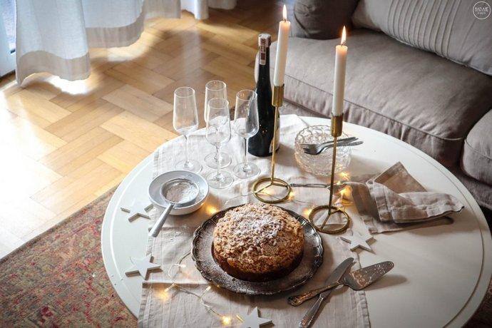 Γιορτινό τραπέζι με τη βασιλόπιτα