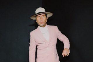 Πρέπει να δεις το ασπρόμαυρο outfit του Μαζωνάκη στο YFSF