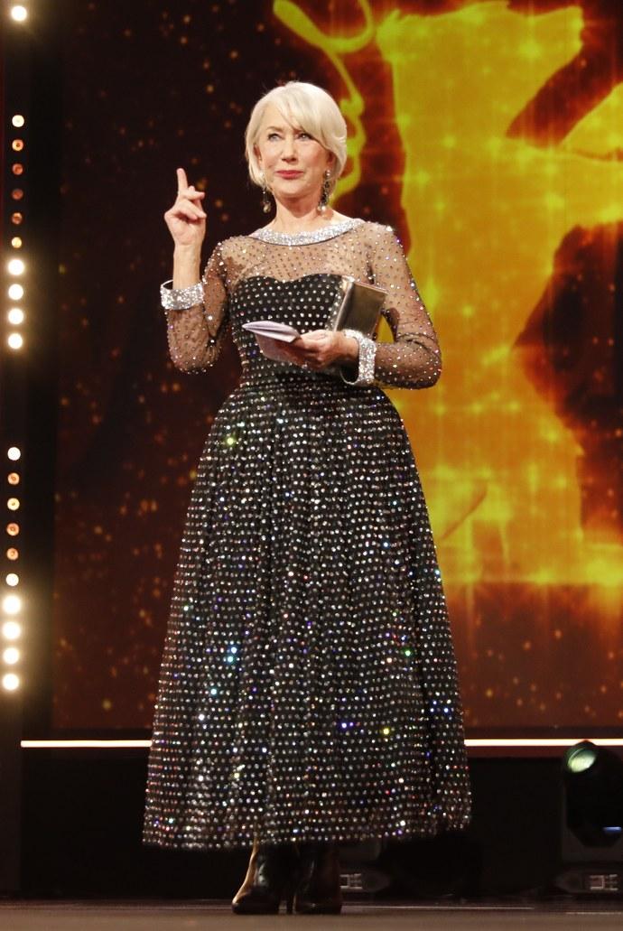 Η 74χρονη Helen Mirren μας δίνει μαθήματα κομψότητας μέσα από 2 εμφανίσεις