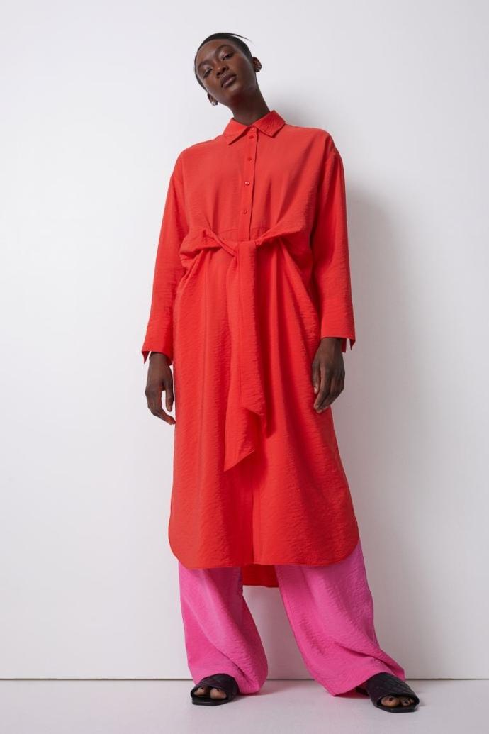 Σεμιζιέ φόρεμα με ενσωματωμένη ζώνη από ελαφρώς ανάγλυφη σύμμεικτη βισκόζη