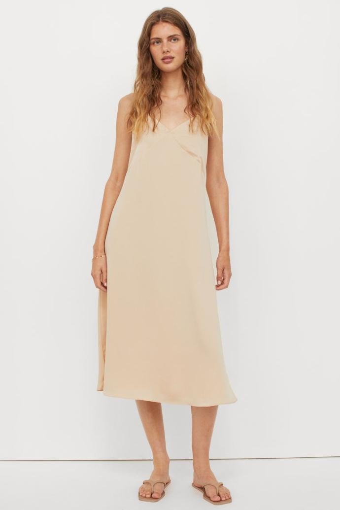 Σατέν φόρεμα με ντεκολτέ V σε ανοιχτό μπεζ