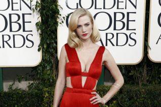 Η January Jones με το ίδιο κόκκινο Versace φόρεμα που είχε φορέσει 10 χρόνια πριν
