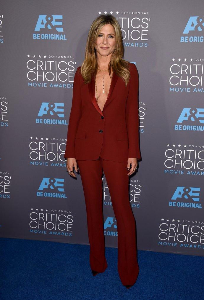 διαχρονικά ρούχα της Jennifer Aniston