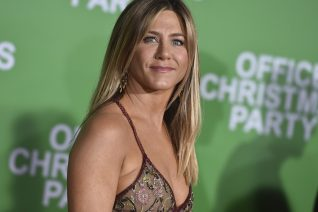 Εσύ παρατήρησες ποτέ το τικ της Jennifer Aniston στα «Φιλαράκια»;