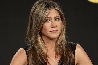 Κάποτε ο David Letterman πλησίασε στον λαιμό της Jennifer Aniston και έγλειψε τα μαλλιά της. Για όνομα του Θεού