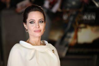Η Angelina Jolie ταξίδεψε με τα παιδιά της στο Παρίσι. Καλέ πότε μεγάλωσαν τόσο;