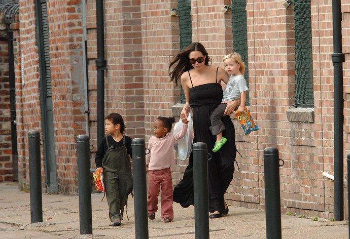 Angelina Jolie παιδιά