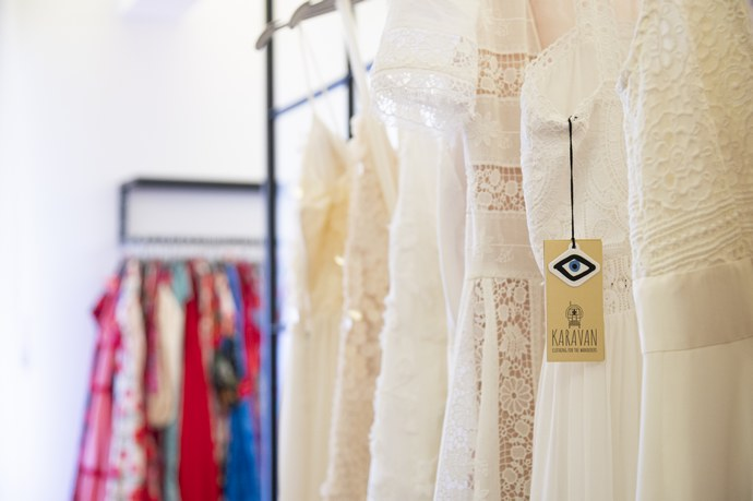 Karavan: Η Μαριλού Κατσώνη, owner του brand με τα πιο θηλυκά φορέματα και prints, ακούει Black Sabbath